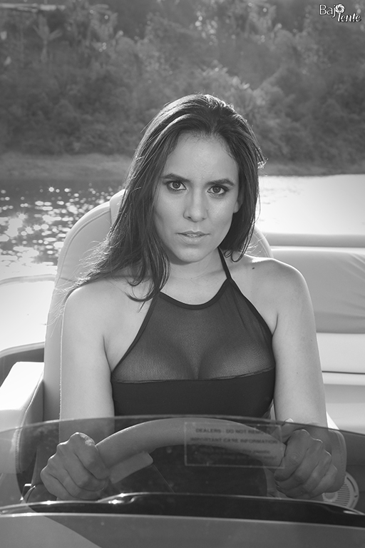 La periodista, modelo y actriz, Yuliana Cardona, posó para BajoLente