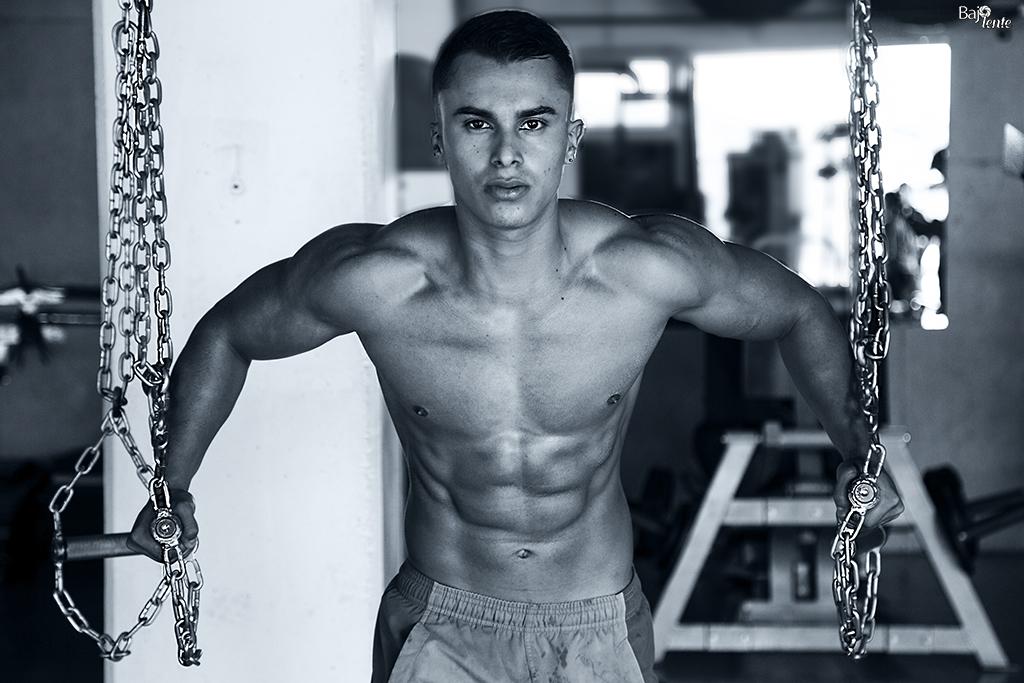 """El fisicoculturista """"men's physique"""", Juan Felipe López, posó para BajoLente"""