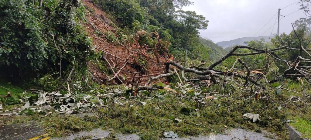 Deslizamiento de tierra en la autopista Medellín-Bogotá.