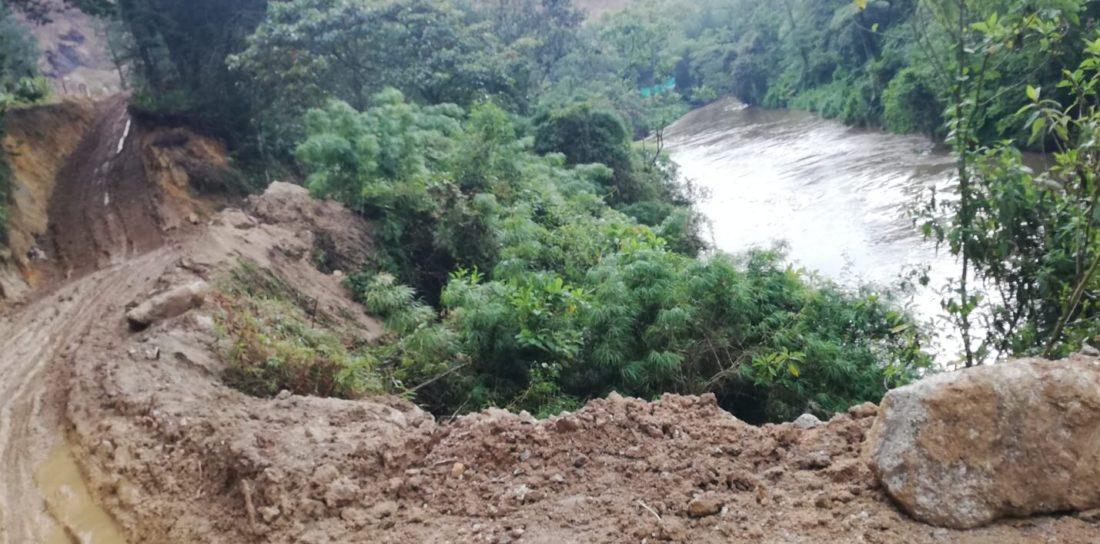 Denuncia afectación de vía en la vereda La Compañía Abajo, ubicada en el municipio de San Vicente.
