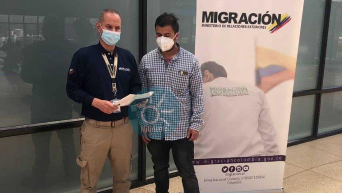 Valencia se entregó a las autoridades en el Aeropuerto, migración hizo efectiva la captura.