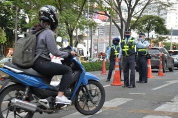 Inicia período sancionatorio de pico y placa para motos en Medellín.